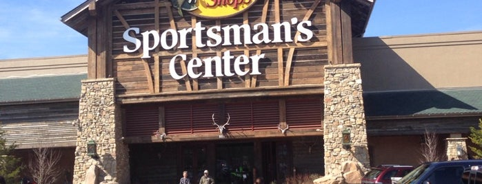 Bass Pro Shops is one of Orte, die Brad gefallen.