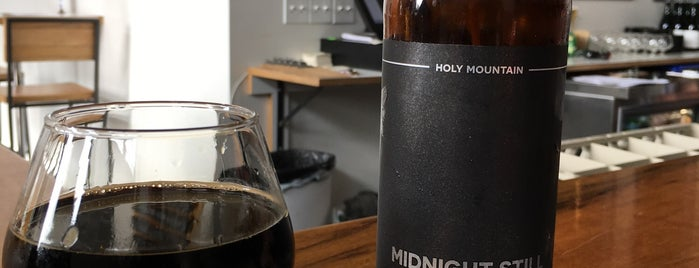 Holy Mountain Brewing Company is one of Locais curtidos por Lisa.