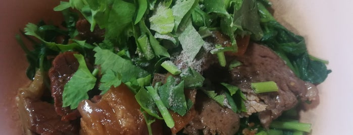 ก๋วยเตี๋ยวเนื้อตุ๋นห้วยพลู is one of Beef Noodle in Bangkok.