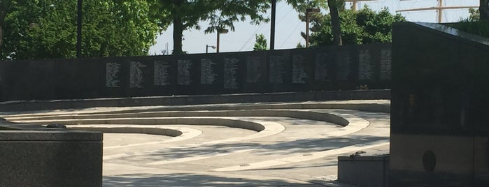 Philadelphia Vietnam Veterans Memorial is one of Locais curtidos por Bill.
