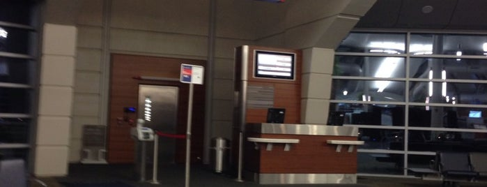 Gate D12 is one of Lugares favoritos de Stephen.