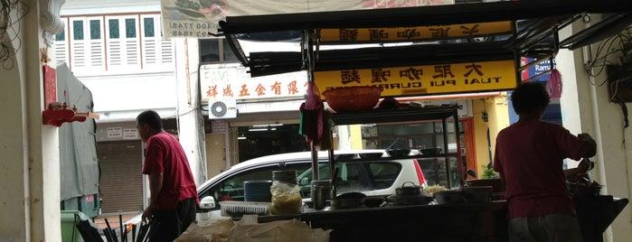 Tuai Pui Curry Mee 大肥咖喱麵 is one of Penang | Eats.