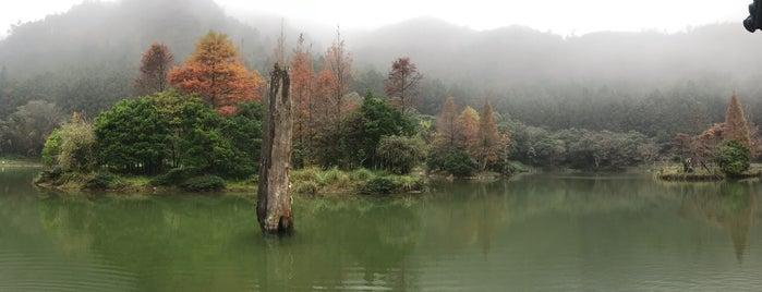 明池湖 Mingchih Lake is one of Orte, die Yishan gefallen.
