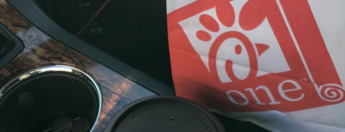 Chick-fil-A is one of Lugares favoritos de Colin.