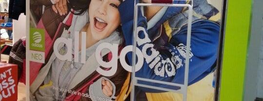 adidas is one of Orte, die Kevin gefallen.