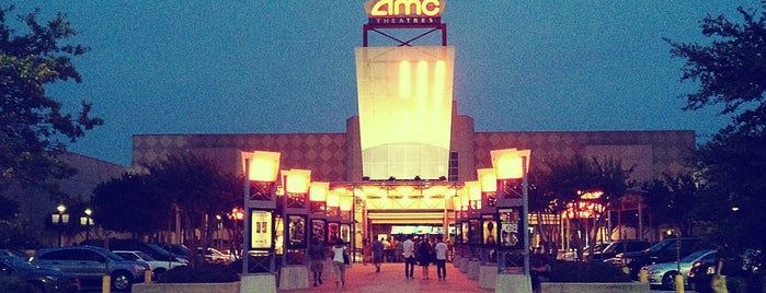 AMC Studio 30 is one of Locais curtidos por Sarah.