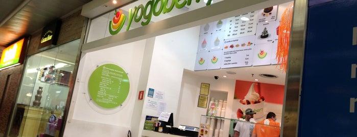 Yogoberry is one of Lugares favoritos de Elcio.