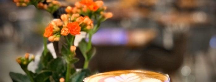 Kahve 6 Cafe&Bistro is one of สถานที่ที่ GÜLŞEN ถูกใจ.