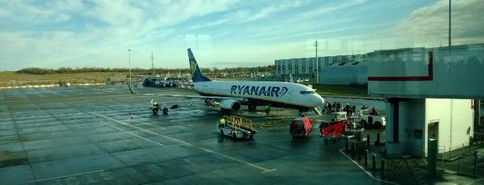 Ryanair Check-in is one of Tempat yang Disimpan Maria.