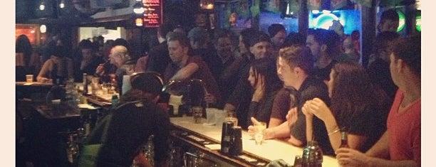 Patsy's Irish Pub is one of Tempat yang Disukai Gentry.