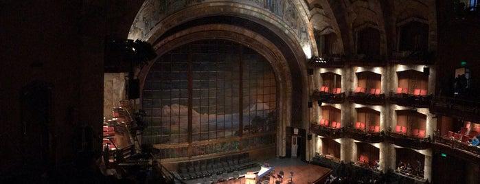 Teatro del Palacio De Bellas Artes is one of Tempat yang Disukai Kat.