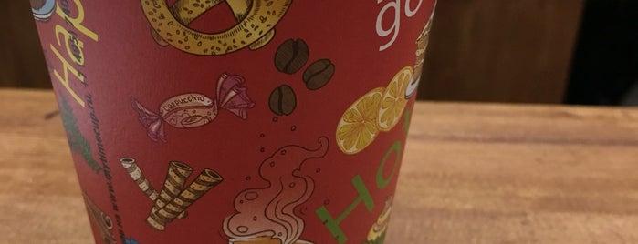 Fresh&Coffee is one of Lugares favoritos de Denis.