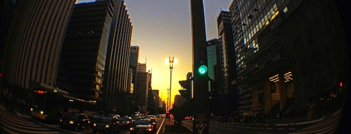 Avenida Paulista is one of Lugares favoritos de Nicoli.