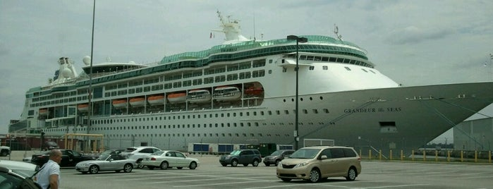 Royal Caribbean International Grandeur of the Seas is one of Locais curtidos por Brooke.