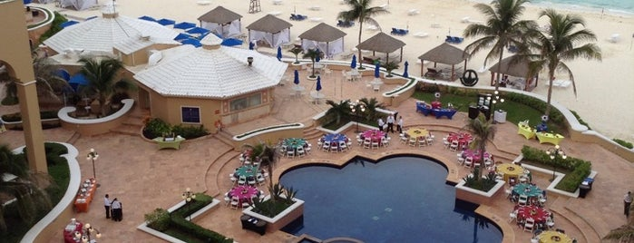 The Ritz-Carlton, Cancun is one of Lieux sauvegardés par Matis Jewelry Factory.