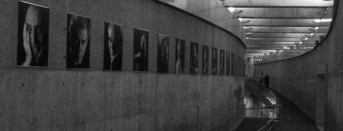 Pardis Mellat Gallery | گالری پردیس ملت is one of Gespeicherte Orte von Sama.