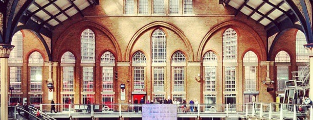 London Liverpool Street Railway Station (LST) is one of Tempat yang Disukai Irina.