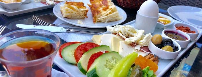 Tat Firin Pasta Cafe is one of Lugares favoritos de Barış.