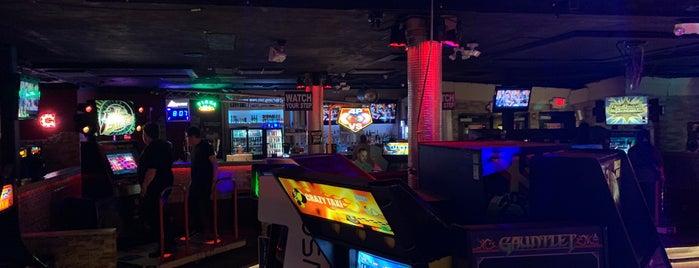 Freeplay Bar & Arcade is one of สถานที่ที่ Priscilla ถูกใจ.