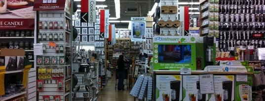 Bed Bath & Beyond is one of Tomさんのお気に入りスポット.