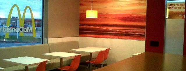 McDonald's is one of Locais curtidos por Anne Shirley.