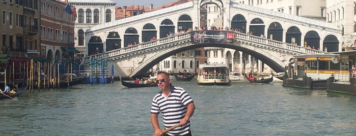 Rialtobrücke is one of Venezia.