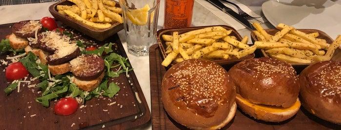 Nusr-Et Burger is one of Orte, die Mert Güven gefallen.