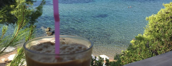 Thalassa Beach Bar is one of Chalkidiki.
