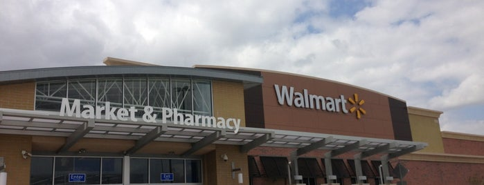 Walmart Supercenter is one of Lugares favoritos de Demetria.