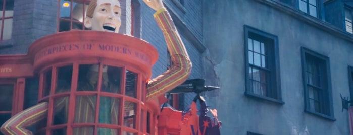 Weasleys' Wizard Wheezes is one of Lieux qui ont plu à Alan.