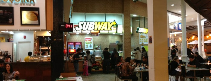 Subway is one of Lojas Shopping Estação.