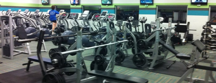 Lakeview Fitness Center is one of สถานที่ที่ Klaudia ถูกใจ.
