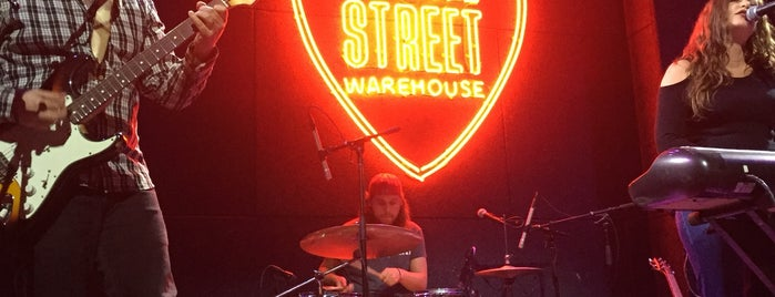 Pearl Street Warehouse is one of Bars.