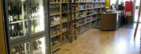 Seward Park Liquors is one of Locais curtidos por Lisa.