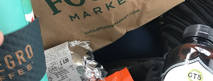 Whole Foods Market is one of Lugares favoritos de Christina.