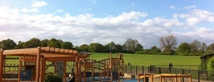 Parliament Hill Fields Playground is one of Locais curtidos por Matt.