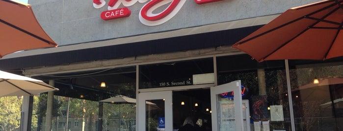 Whispers Café & Crêperie is one of Orte, die David gefallen.