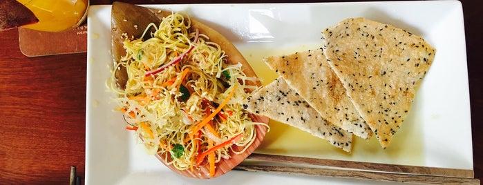 Hum Vegetarian, Café & Restaurant is one of Lugares favoritos de Lina.