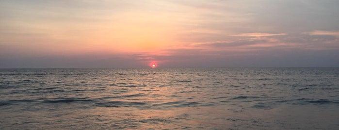 Bang Tao Beach is one of Orte, die roma gefallen.