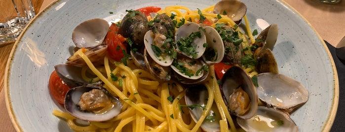 Pasta Bar Resto & Wine is one of Lieux sauvegardés par Sweety.