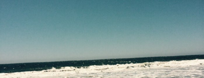 Zuma Beach is one of Hillary'ın Beğendiği Mekanlar.