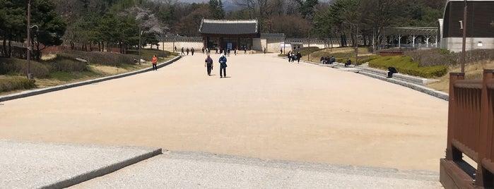 종묘 외대문 / 宗廟 外大門 / Jongmyo Shrine Oidaemun is one of Seúl.