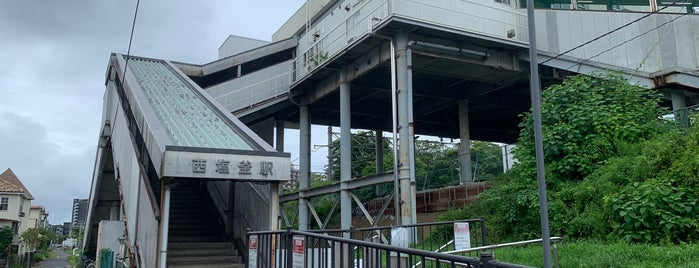 Nishi-Shiogama Station is one of JR 미나미토호쿠지방역 (JR 南東北地方の駅).