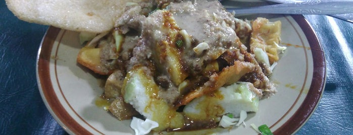 Tahu Gimbal Pak H. Edy is one of Food 1.