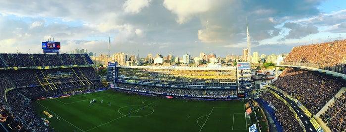 "Estadio Alberto J. Armando ""La Bombonera"" (Club Atlético Boca Juniors) is one of Lieux qui ont plu à ᴡ."