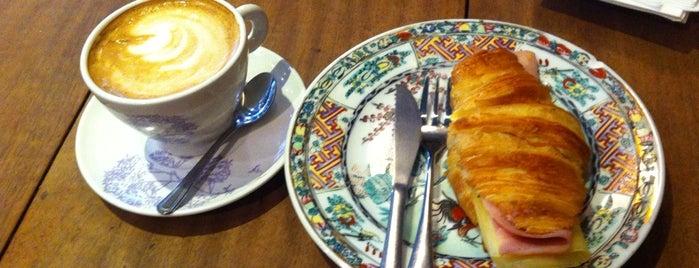 Oita Café is one of Desayunos, Brunch y Meriendas en Madrid ☕️💗.