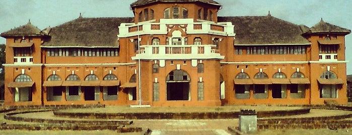 Thiba Palace is one of Minhas diversões.
