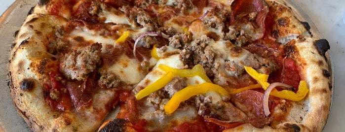 LiveFirePizza is one of Tempat yang Disukai Adena.