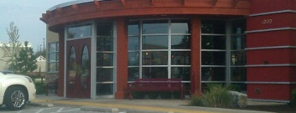 Red Robin Gourmet Burgers and Brews is one of Happy 님이 좋아한 장소.