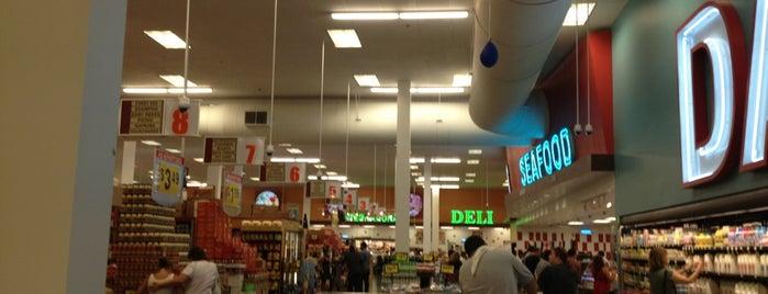Super King Market is one of Robyn : понравившиеся места.